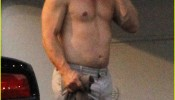 josh-brolin-shirtless-on-oldboy-set-02
